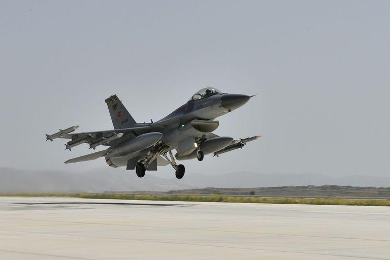 28-06-2020 Un avión de combate F-16 turco durante la maniobra de despegue POLITICA EUROPA TURQUÍA MINISTERIO DE DEFENSA DE TURQUÍA