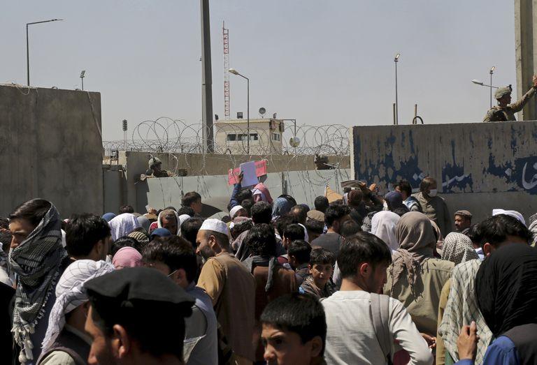 """Kabul, una semana librada a su suerte: """"No conozco a nadie que no quiera huir"""""""