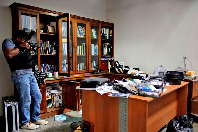 La policía de Nicaragua allanó hoy las oficinas ocupadas por la revista digital Confidencial y los programas de televisión Esta Semana y Esta Noche, críticos de Ortega y dirigidos por el periodista Carlos Fernando Chamorro