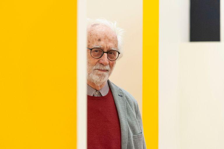 Cesar Paternosto, con su obra en el Museo Nacional de Bellas Artes