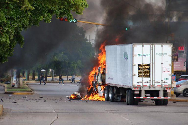La feroz batalla dejó como saldo varios vehículos incendiados, personas heridas y otras que perdieron la vida en los enfrentamientos.