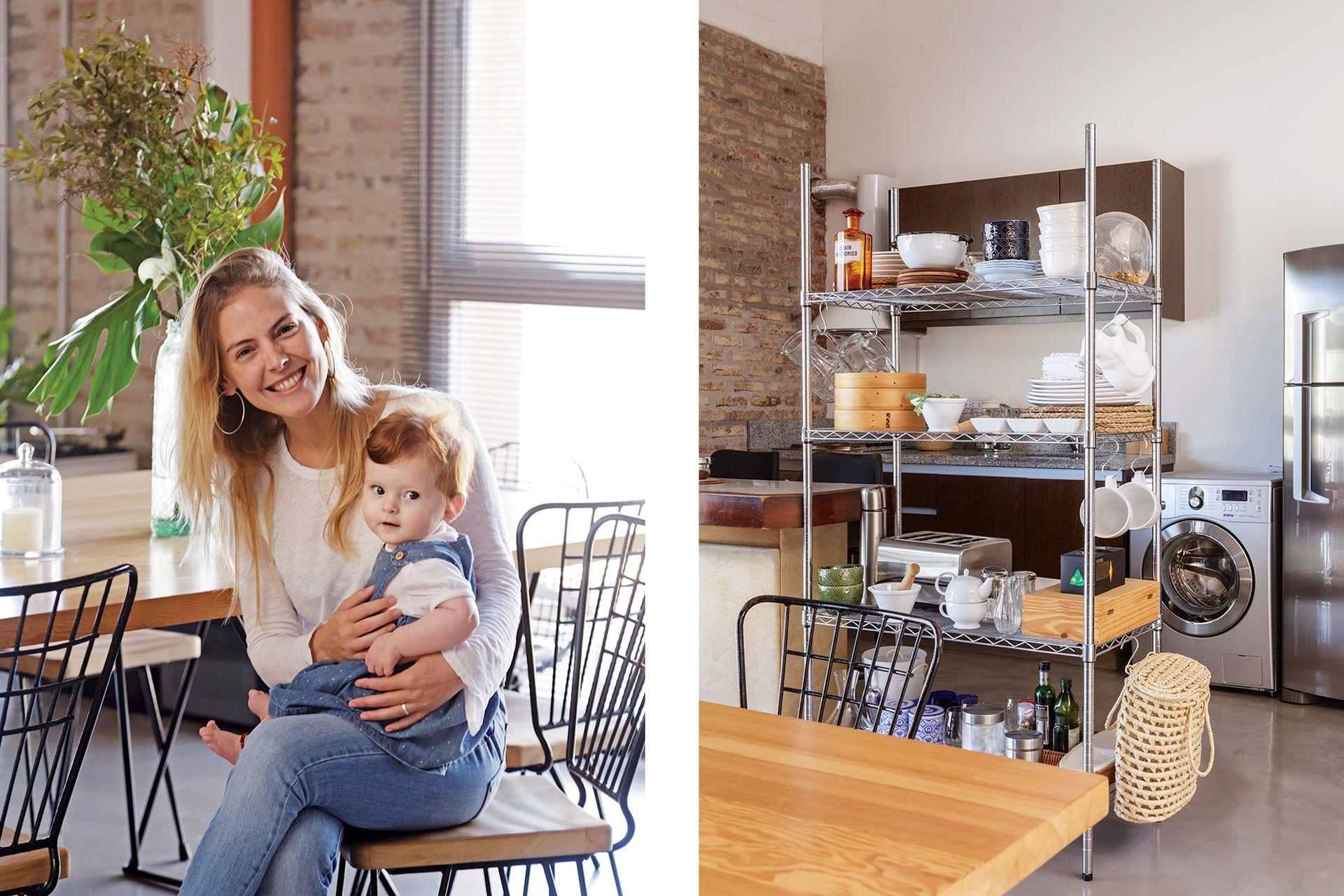 """""""Dejamos la cocina tal cual la recibimos: sólo agregamos un mueble de acero inoxidable para acomodar condimentos, utensilios y vajilla de uso diario""""."""