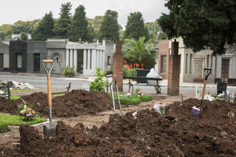Las tumbas que se liberan son aquellas que ya cumplieron un plazo legal y los restos no fueron reclamados; quedarán 400 espacios disponibles