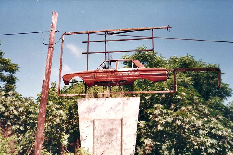 La entrada del Autocine Buenos Aires, ya abandonado, en 1994