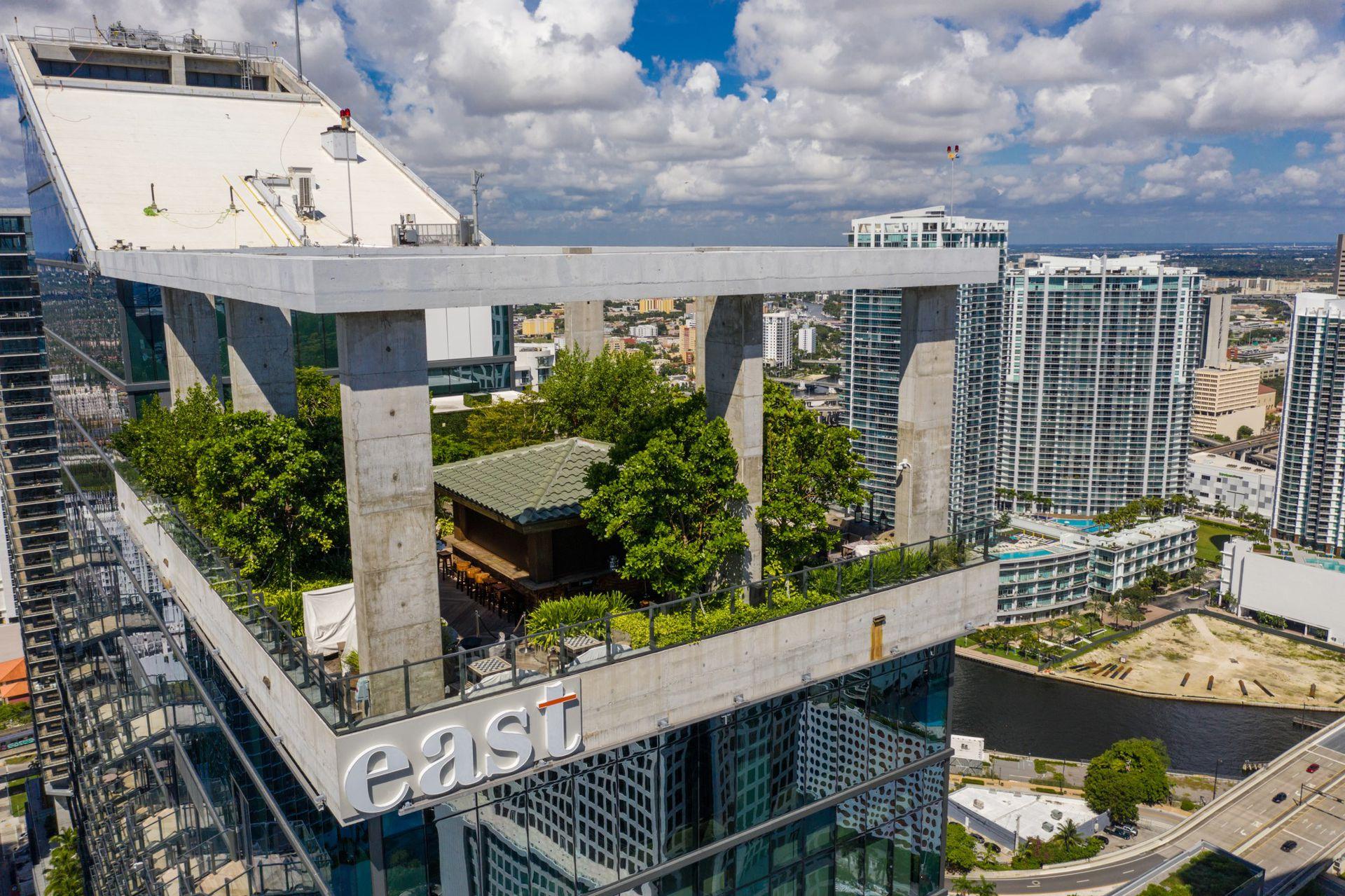 Sugar, el bar del rooftop del edificio East en Miami