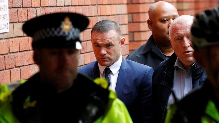 Rooney deberá cumplir 100 horas de trabajo comunitario, una sanción similar a la que recibió Carlos Tevez