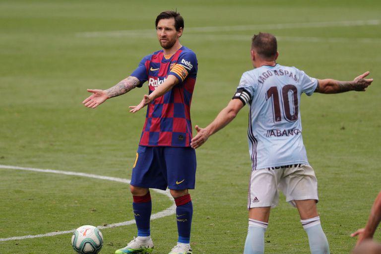 Lionel Messi de Barcelona hace gestos durante un partido de fútbol de la Liga española entre el RC Celta y el Barcelona
