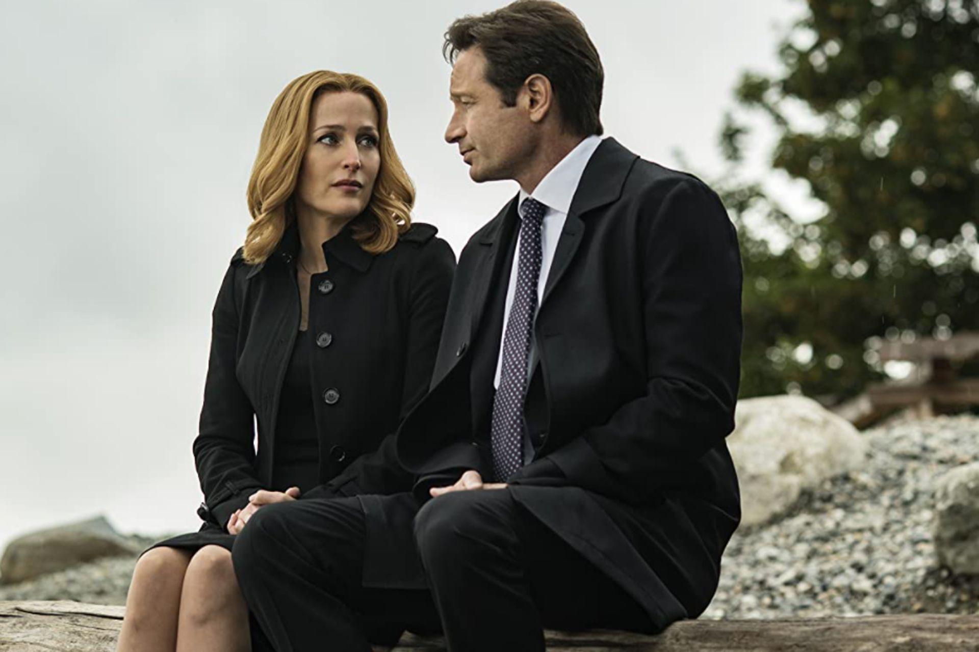Gillian Anderson junto a su compañero en la exitosa serie Los expedientes secretos X