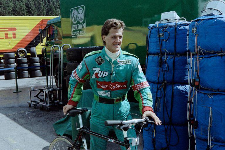 Schumacher no conocía el circuito, una información que Weber le ocultó a Eddie Jordan; el alemán giró en una bicicleta para descubrir los secretos del emblemático circuito de Bélgica