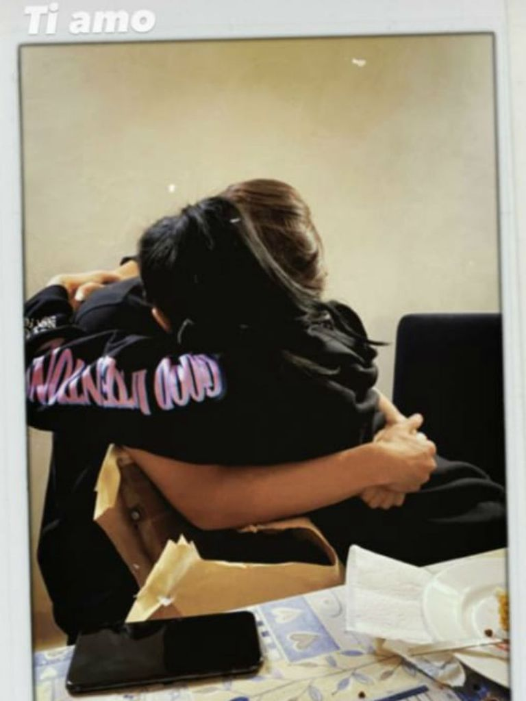 El abrazo después de soplar las velitas