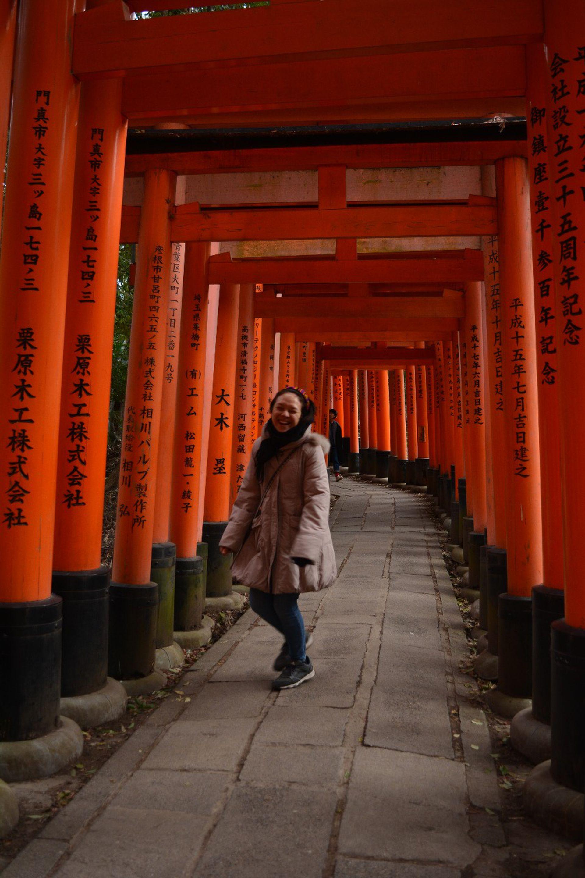 Angie D´Errico en Japón; también vivió un año en Corea del Sur, en Australia e  hizo sola el Transmongoliano, de Mongolia hasta San Petersburgo