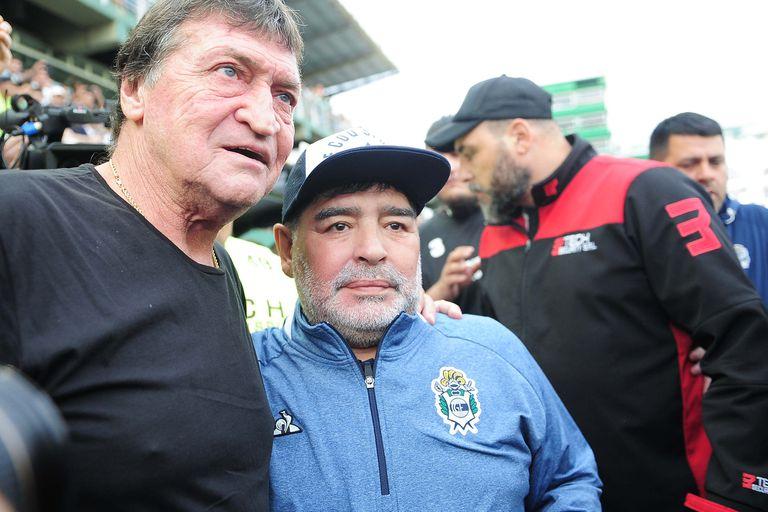 Julio César Falcioni y Diego Maradona