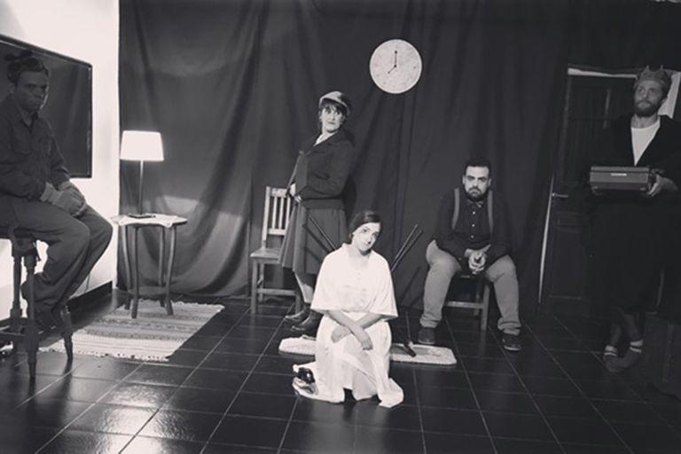 De un ejercicio de un grupo de teatro surgió una obra conmovedora, en la que cinco personajes se enfrentan al reloj y lo que significa en sus vidas