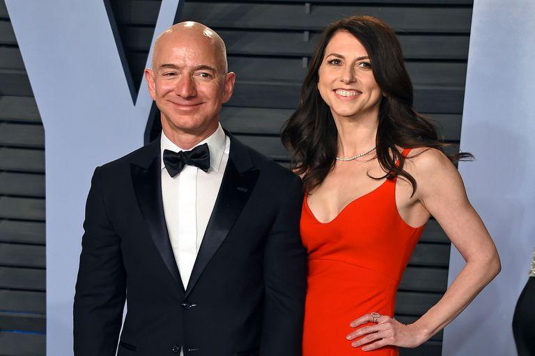 ¿Cómo reparten sus fortunas? Las diferencias entre Jeff Bezos y su exesposa MacKenzie Scott