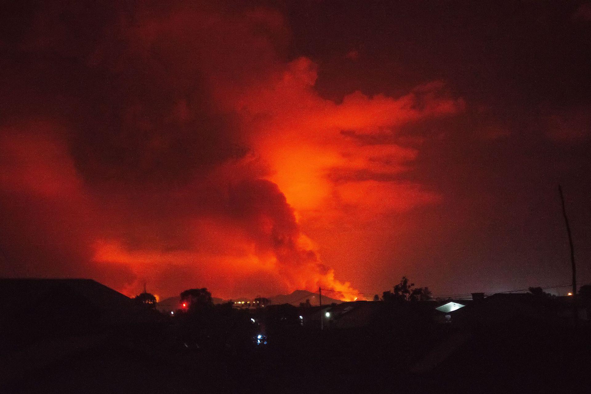 El cielo se tiñó de rojo en el momento de la erupción que tomó a todos por sorpresa