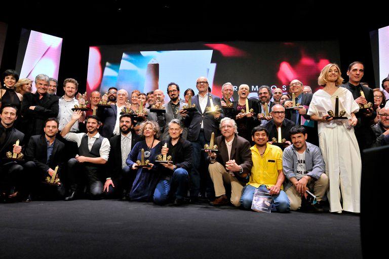 Todos los ganadores sobre el escenario del teatro El Nacional