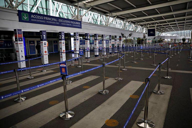 """""""Las últimas decisiones unilaterales por parte del gobierno están aislando aún más al país"""", dijo IATA"""