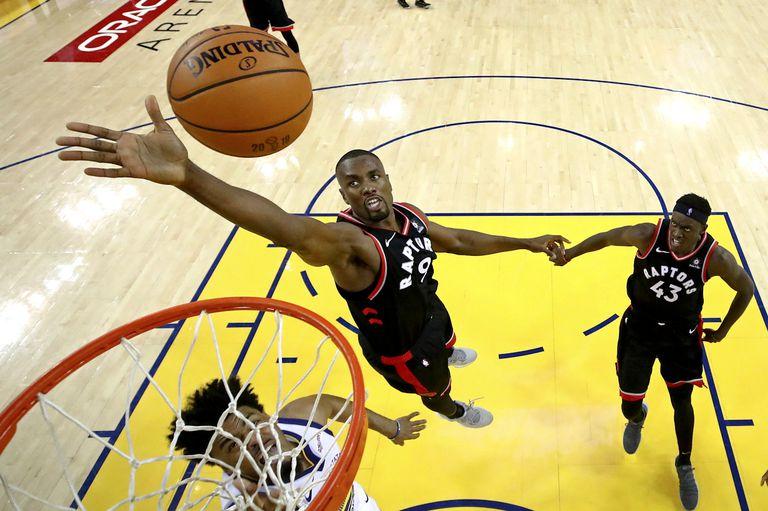 """La final de la NBA. El efecto Ibaka """"bloqueó"""" a los Warriors y Toronto gana 2-1"""