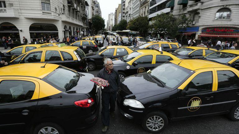Taxistas realizaron cortes en Capital Federal contra la llegada de Uber