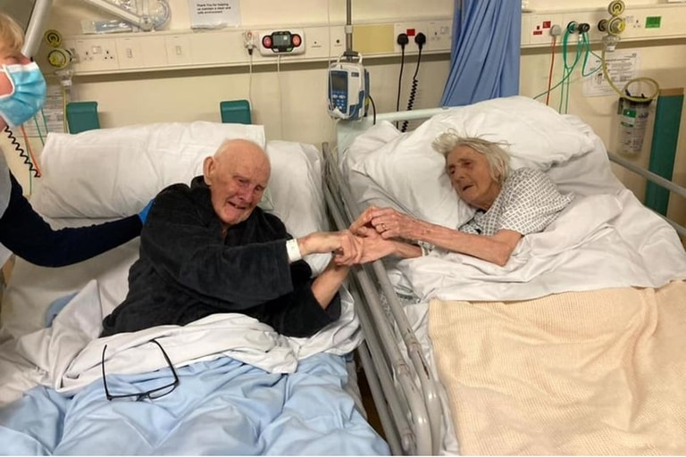 Derek y Margaret, los dos de 91 años, pasaron sus últimos días juntos antes de morir por coronavirus (Barbara Smith/Manchester Evening News)