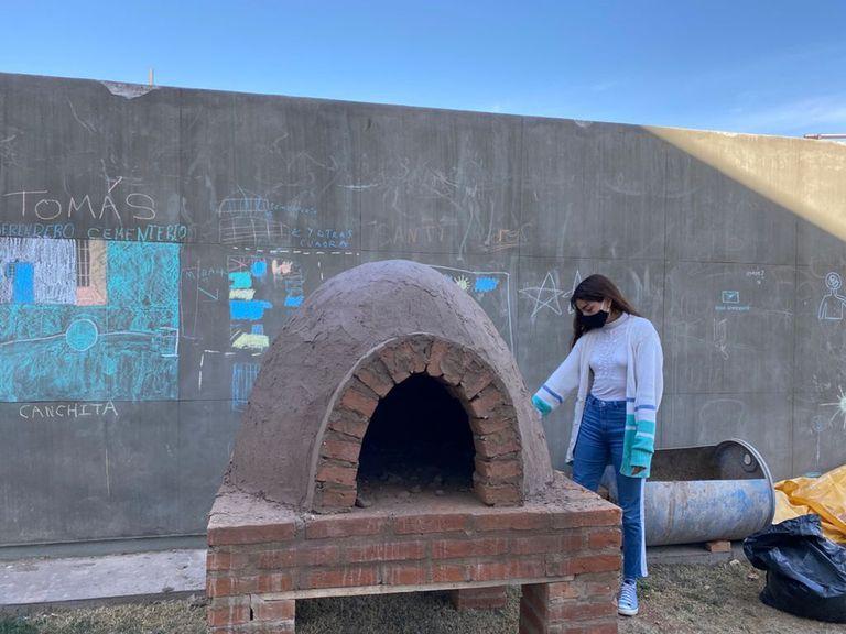 Uno de los hornos instalados en la ciudad de San Juan, de donde sacarán pan caliente para compartir