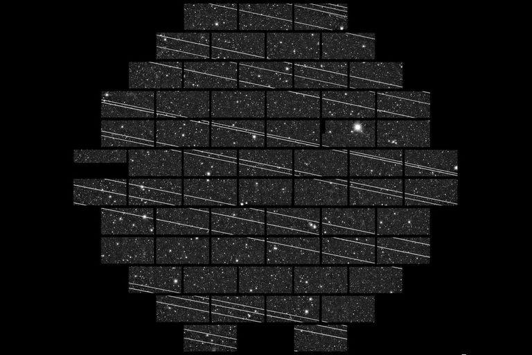 Una veintena de satélites Starlink fotografiados en noviembre de 2019 en el Observatorio Interamericano Cerro Tololo (CTIO) por los astrónomos Clara Martínez-Vázquez y Cliff Johnson