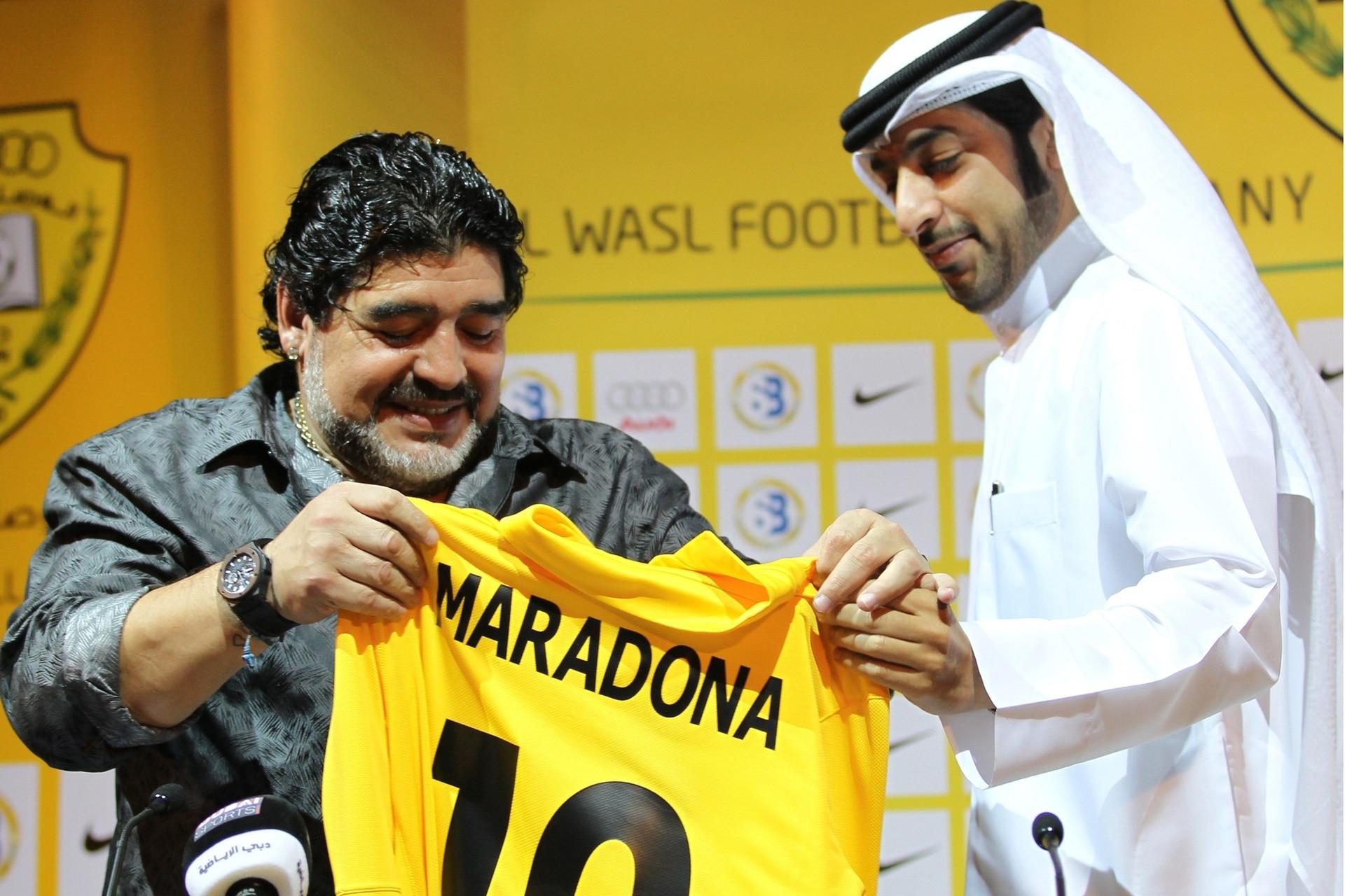 Emiratos Árabes. La presentación de Maradona en el Al Wasl, a mediados de 2011