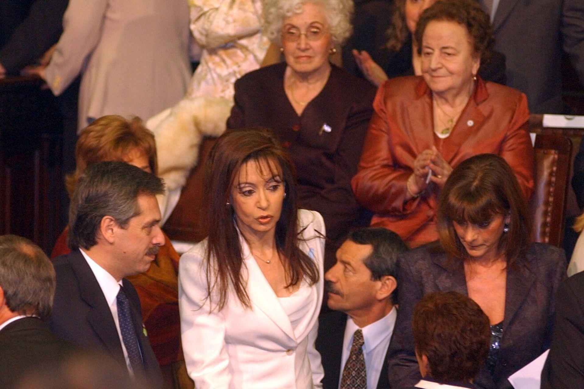 Asamblea Legislativa de la asunción de Néstor Kirchner como presidente de la Nación: Cristina Fernández de Kirchner junto al jefe de Gabinete Alberto Fernández el 25 de mayo de 2003