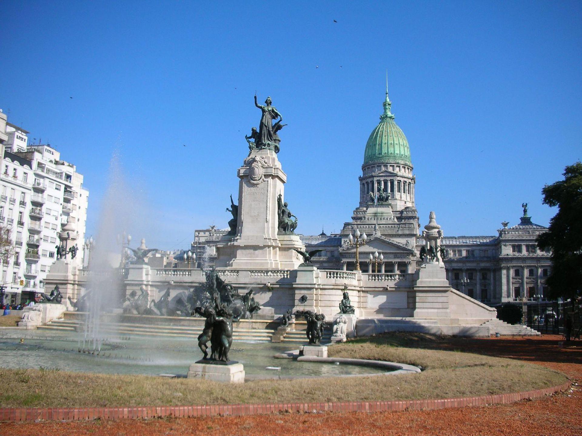 Monumento a los Dos Congresos de los belgas Lagae y DHuicque. Fue el único que finalmente se concretó.