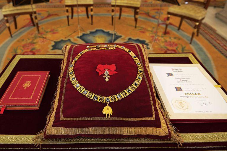 A los 12, recibió la Orden de Toisón de Oro de manos de su padre. Fue el acto inaugural de la hoy llamada Era Leonor