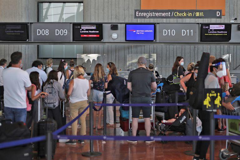 Colas de británicos en los aeropuertos de Francia