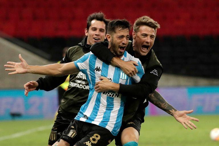 Domínguez convirtió el quinto penal y le dio la clasificación a Racing a los cuartos de final