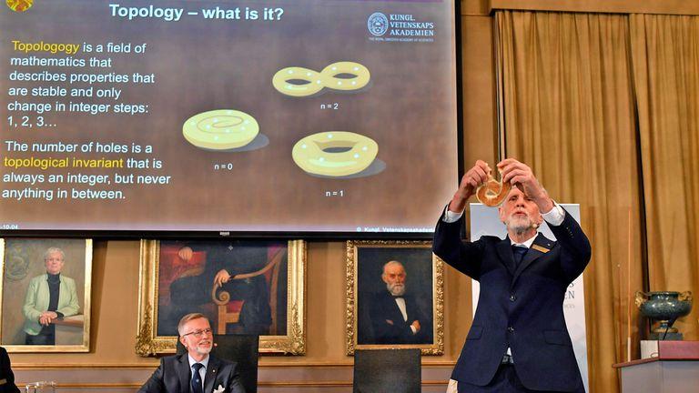 El Premio Nobel de Física fue para David Thouless, Duncan Haldane y Michael Kosterlitz