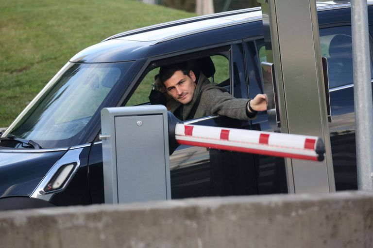 Iker Casillas y Sara Carbonero rumbo al hospital, en donde fue internada la periodista en Madrid