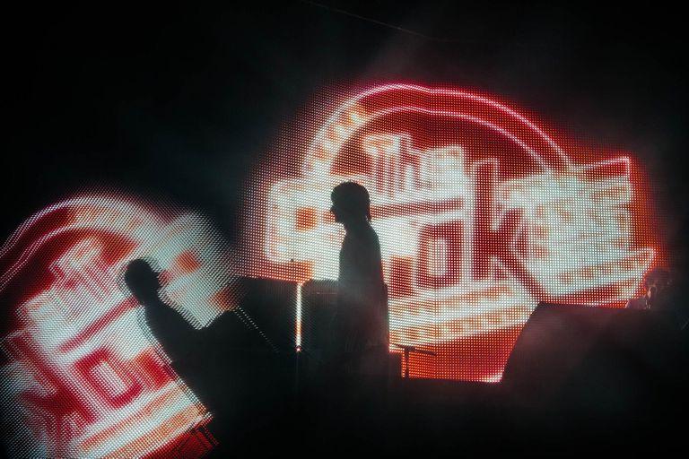 The Strokes cerró la primera jornada del festival, que reunió a 120.000 espectadores