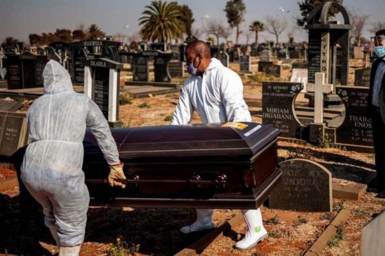 Según cifras oficiales, Sudáfrica tiene la peor tasa de mortalidad por coronavirus del continente