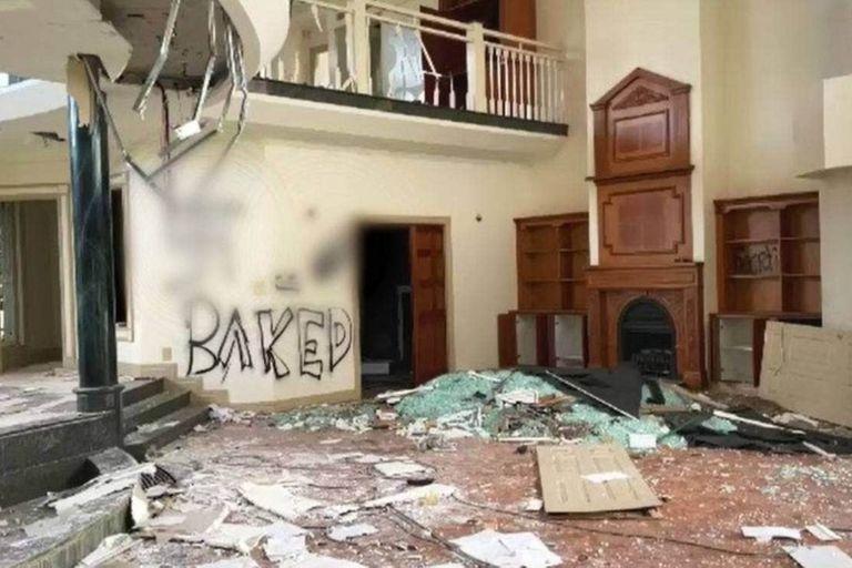 Se conocieron imágenes de los destrozos producidos en una mansión abandonada
