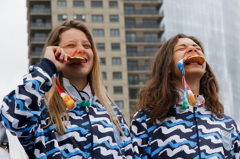 Los campeones y sus medallas: Agustina Roth e Iñaki Iriartes Mazza
