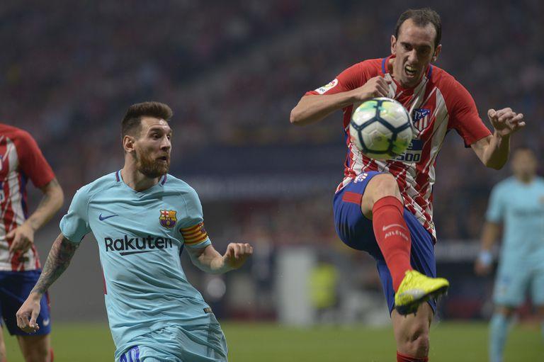 Cara a cara en la Liga de España; Godín está convencido de que, si Messi no hubiese sido contemporáneo, Atlético de Madrid tendría algunos títulos más