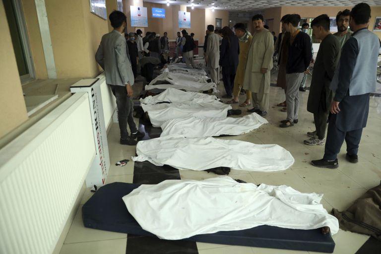 Masacre en Afganistán: 37 muertos en un atentado en una escuela de mujeres