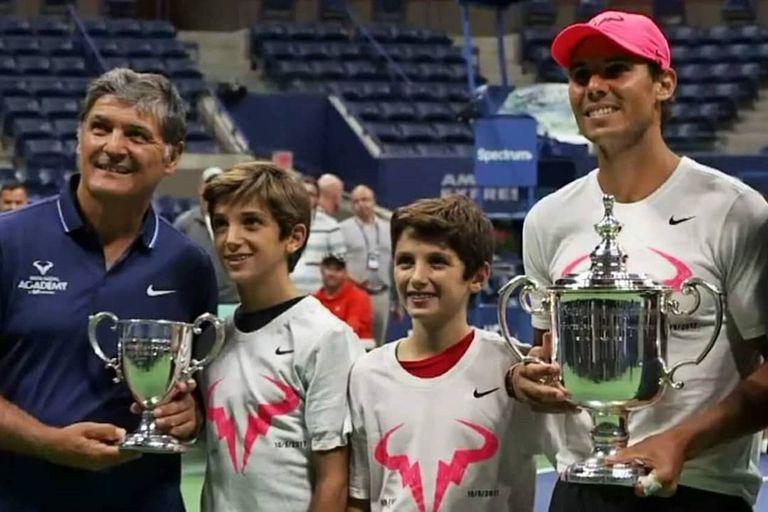 En el US Open 2017, los pequeños Toni y Joan Nadal, hijos de Toni y primos de Rafael; ambos chicos hoy se convirtieron en tenistas profesionales.