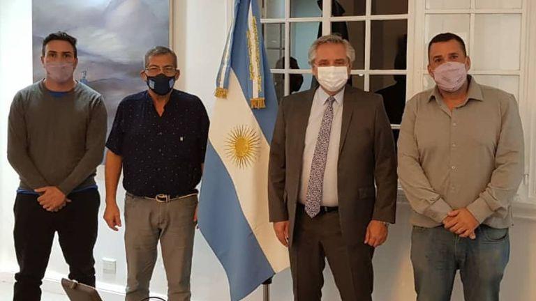 Alberto Fernández junto a Gildo Onorato, del Movimiento Evita; Juan Carlos Alderete, de la CCC; y Daniel Menéndez, de Barrios de Pie-Somos