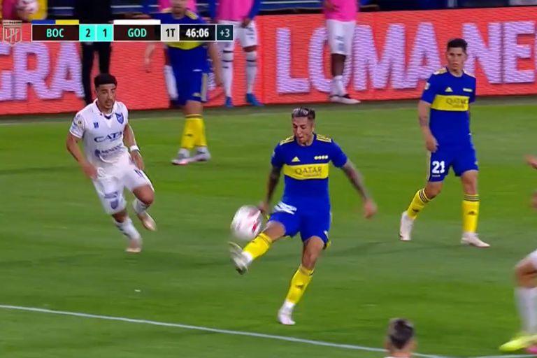 El lujo de Almendra en el gol de Vázquez: el nuevo niño mimado de Riquelme