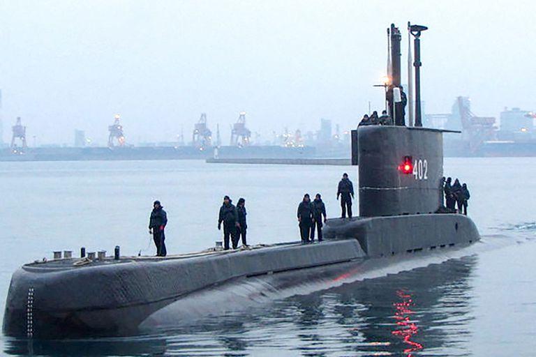 Desesperada búsqueda en Indonesia de un submarino con 53 personas a bordo
