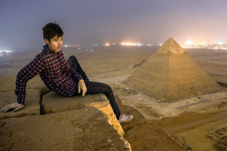 Marat contemplando la espectacularidad de la vista desde la Gran Pirámide