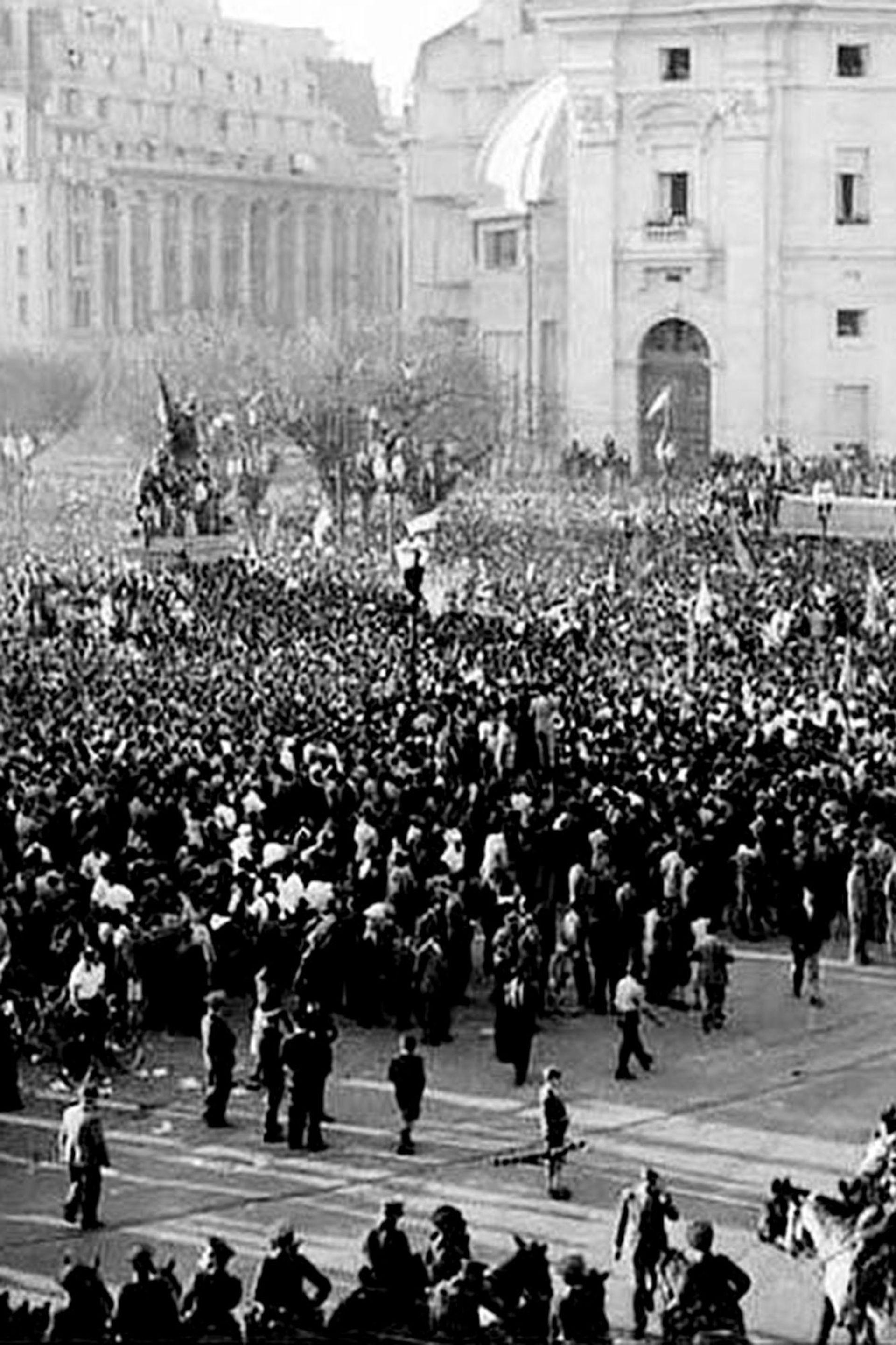La manifestación multitudinaria del 17 de octubre de 1945 se convirtió en el mito fundacional del peronismo