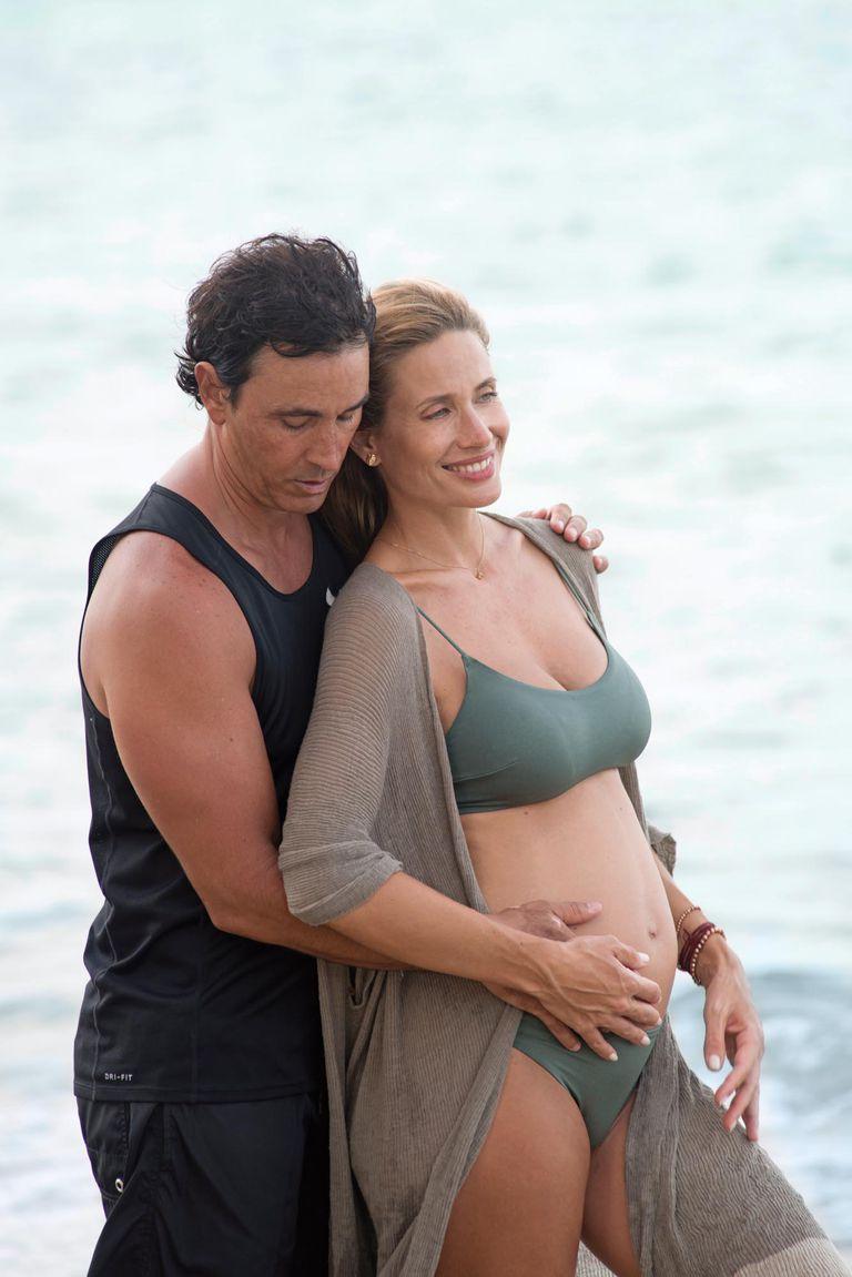 """Ivana junto a Sebastián posa mientras transita su cuarto mes. """"Nuestro hijo nacerá los primeros días de diciembre"""", dice la modelo."""