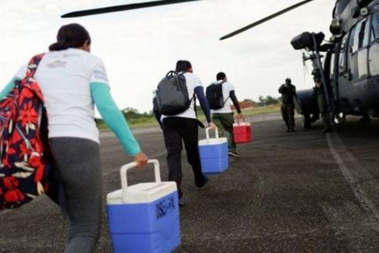 Diferentes brigadas de vacunación trabajan en ambos lados de la frontera de Brasil con Colombia