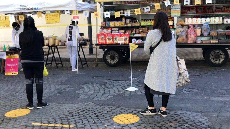 El objetivo de integrar las zonas populares a la ciudad y aumentar su conectividad incluye, además de los servicios básicos, propuestas ligadas al consumo de alimentos de productores locales, más próximos a los vecinos