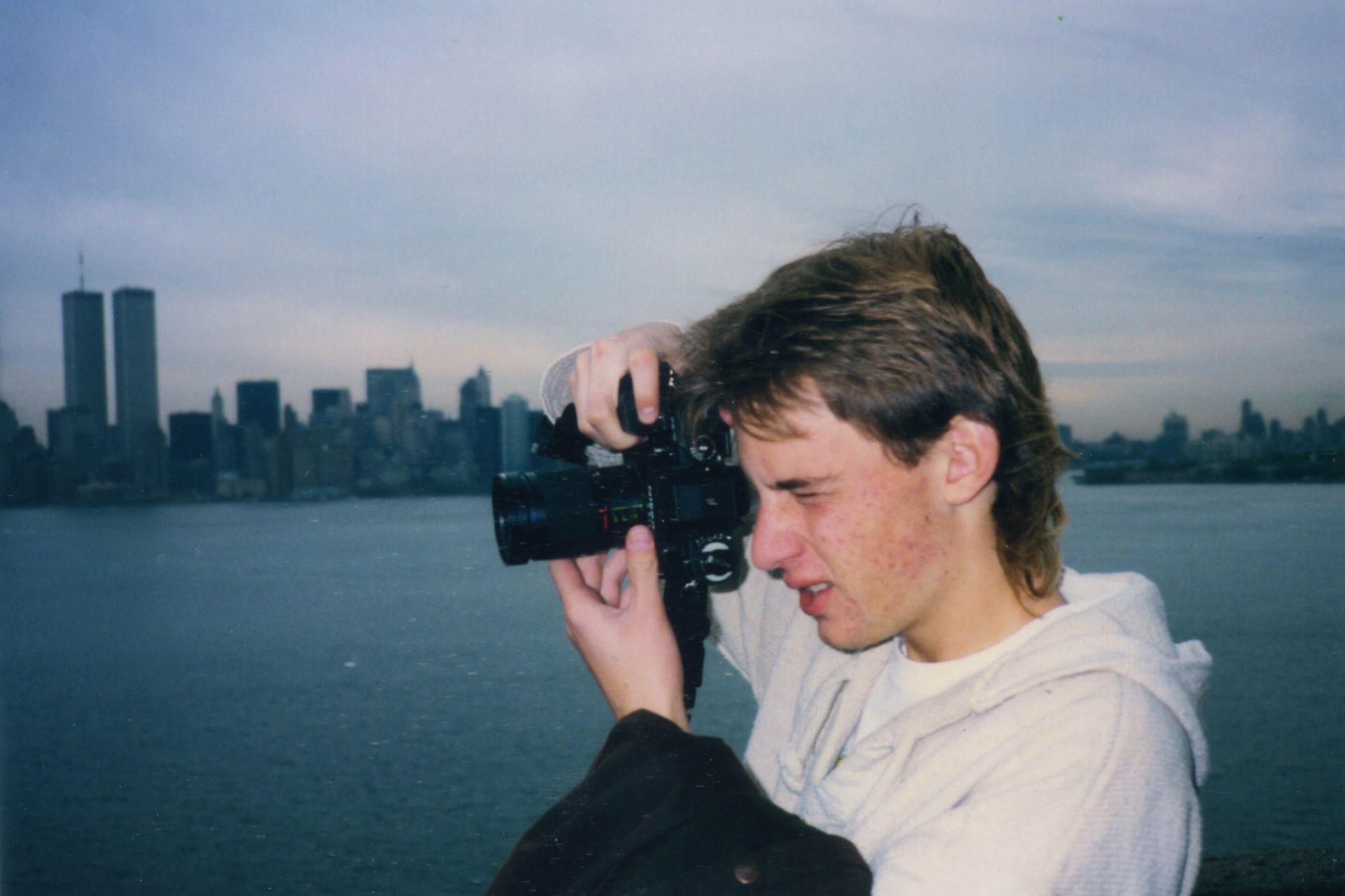 1990. Un David joven en otra vida.